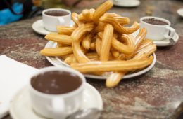 churros-maison-avec-sauce-au-chocolat