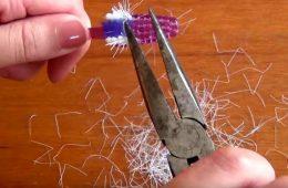 Elle-arrache-les-poils-de-sa-brosse-à-dent-et-fabriquer-un-truc-magnifique-2