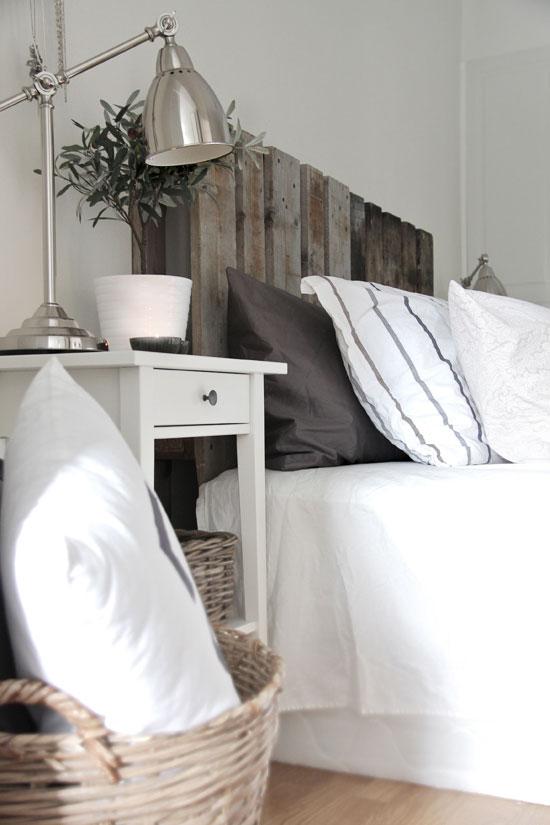 Une jolie palette en bois, poncée, repeinte et vernie. A décorer selon vos envies