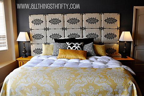 Une tête de lit matelassée à partir de planches d'isolation recouvertes de mousse et de tissu