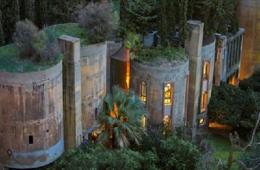 Cet architecte crée sa maison dans une cimenterie abandonnée...le résultat est époustouflant !