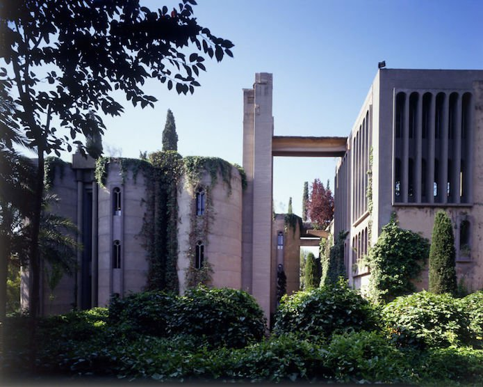 Cet architecte crée sa maison dans une cimenterie abandonnée...le résultat est époustouflant 2