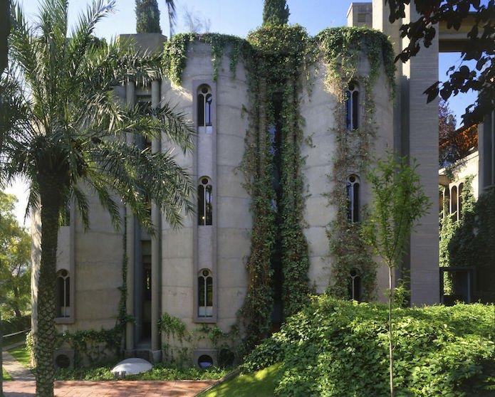 Cet architecte crée sa maison dans une cimenterie abandonnée...le résultat est époustouflant 7