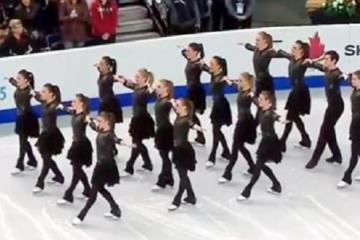 Ils s'alignent sur la glace et quand la musique débute...c'est juste extraordinaire