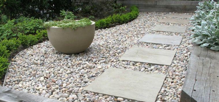 allee de jardin gravier dalles pierre exterieur moderne