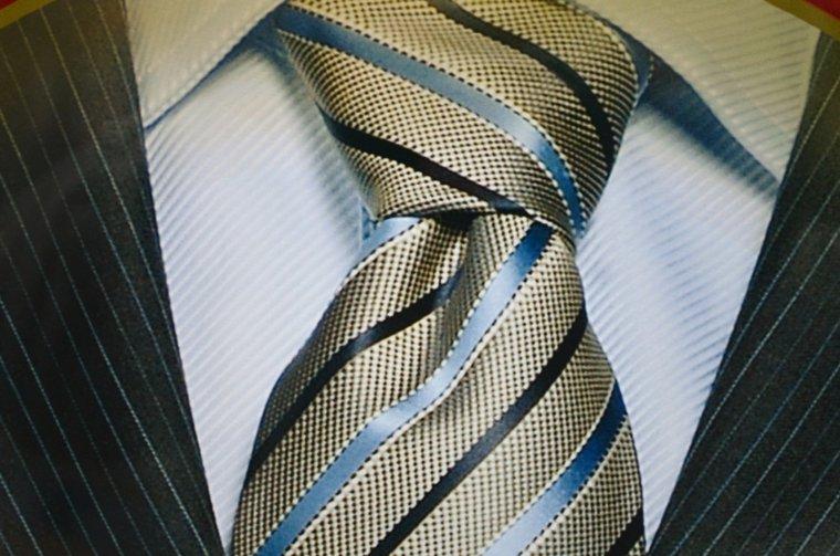 054e18981c401 Comment faire un nœud de cravate rapidement !