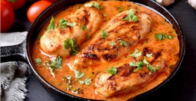 Poulet sauce à la crème et tomates