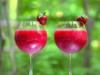 Un cocktail de filles : Vin rosé, fraises et vodka.